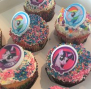 Rainbow Dash Cupcake