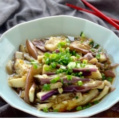 Steamed Eggplant with a garlicky dressing凉拌茄子