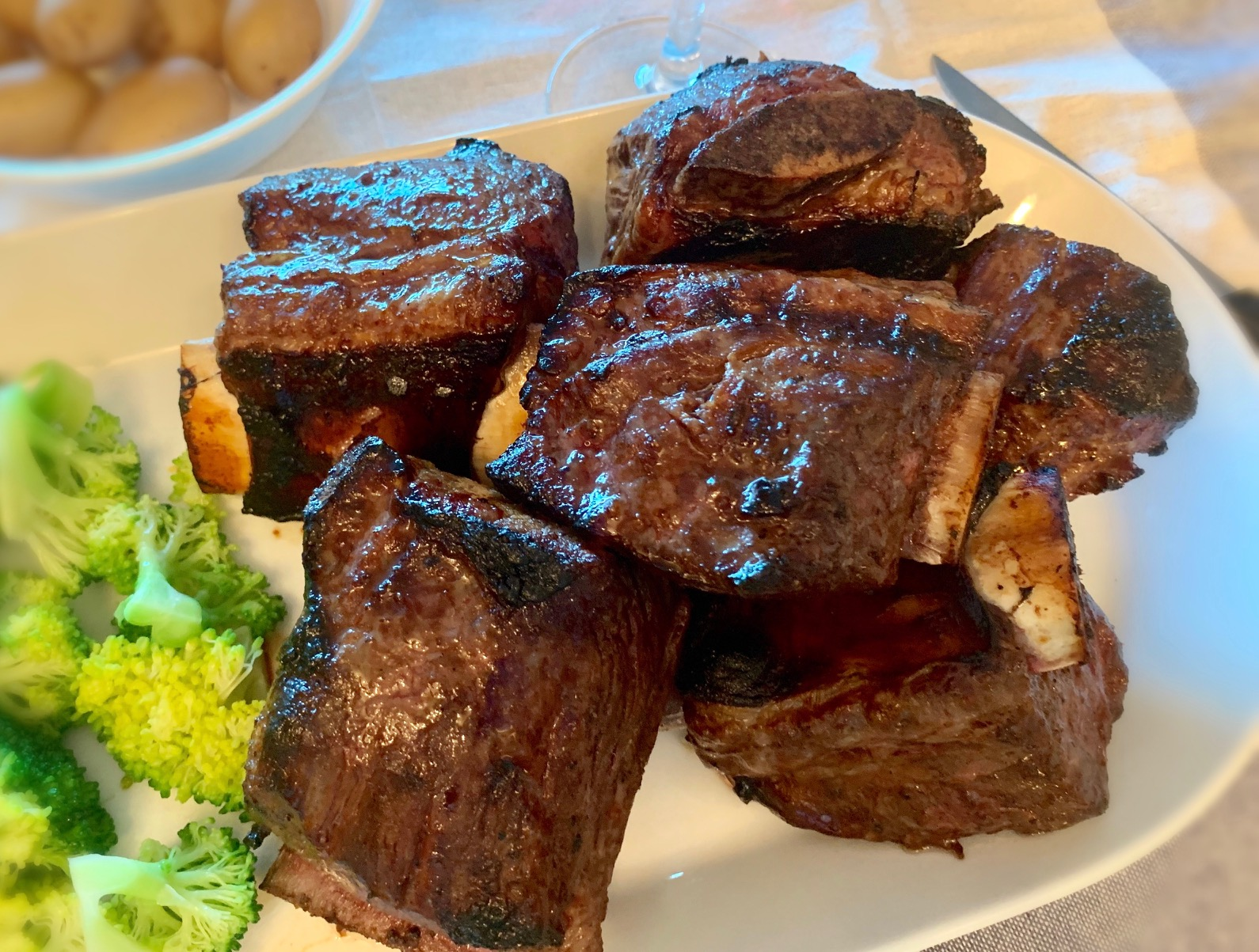 Barbecued Bone-in Beef Short Ribs 韩式烤牛仔骨hán shì kǎo niú zǎi gǔ