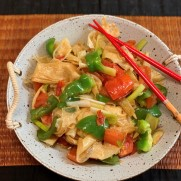 Stir-fried Tofu Skin with Tomato and Bell Pepper